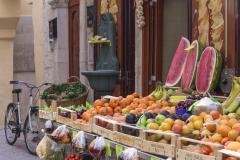 Cibo da strada o strade del cibo? A Bari, ogni angolo si colora e si anima all'insegna dell'enogastronomia