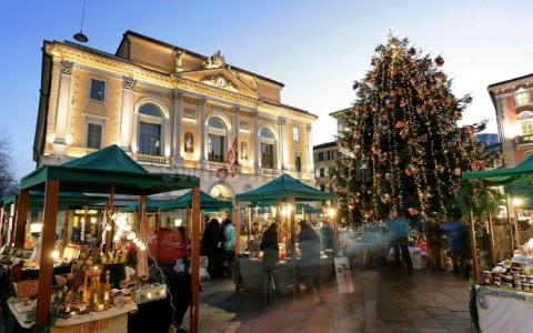 Lugano Natale.Mercatini Di Natale In Ticino Lugano Bellinzona Locarno